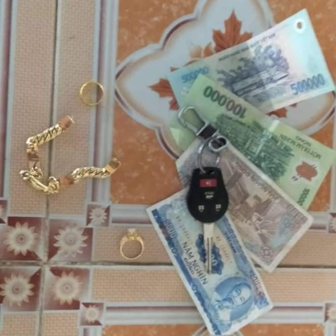 Cậu học trò lớp 3 nhặt được tiền và vàng trả lại người đánh rơi - ảnh 2