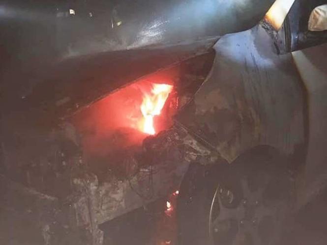 Cư dân bỏ chạy tán loạn khi ô tô ở tầng hầm chung cư bị cháy lúc rạng sáng - ảnh 1