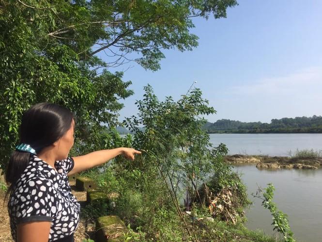 """Sông lấn làng, trăm hộ dân sống thấp thỏm bên miệng """"hà bá"""" - ảnh 2"""