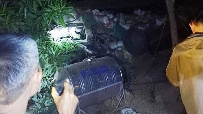 Xe chở lúa từ Lào bất ngờ mất lái lao xuống vực sâu 50m - ảnh 1