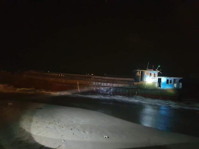 Tàu không người lái nghi của Trung Quốc trôi dạt vào bờ biển Hà Tĩnh - ảnh 1