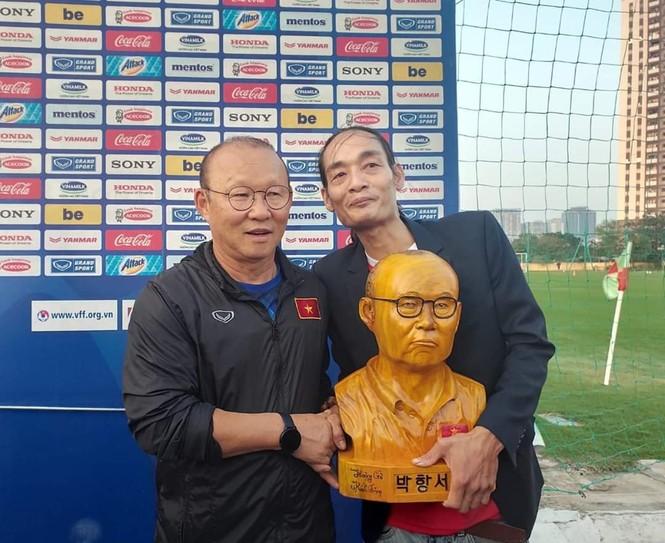 Chàng thợ mộc thức đêm làm món quà đặc biệt tặng HLV Park Hang Seo  - ảnh 5