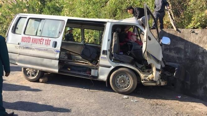 Xe chở người khuyết tật bị nạn ở biên giới, 2 người chết, nhiều người bị thương - ảnh 1
