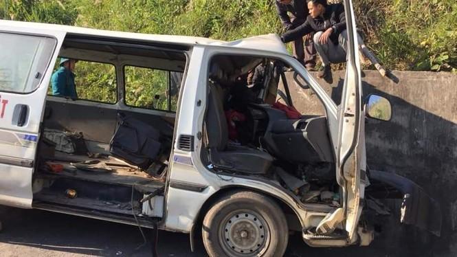 Xe chở người khuyết tật bị nạn ở biên giới, 2 người chết, nhiều người bị thương - ảnh 2