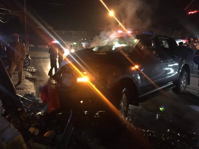 Đi bão mừng U22 chiến thắng, xe ô tô đâm gãy cột điện 2 người bị thương - ảnh 1