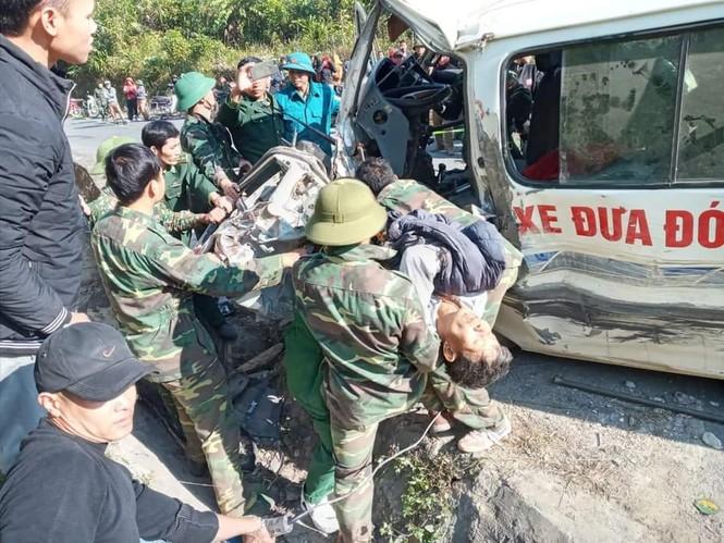 Xe chở người khuyết tật bị nạn ở biên giới, 2 người chết, nhiều người bị thương - ảnh 6