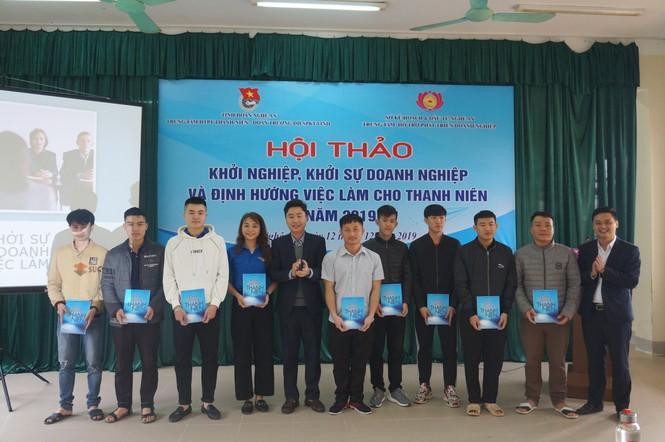 Hàng trăm sinh viên Nghệ An tham gia hội thảo Khởi nghiệp, định hướng việc làm 2019 - ảnh 1