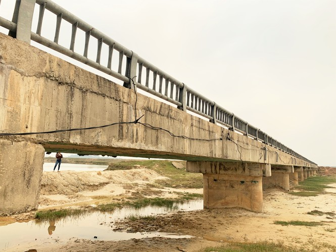 Cầu tiền tỷ lộ xốp, thép: UBND tỉnh yêu cầu kiểm định chất lượng tìm nguyên nhân - ảnh 2
