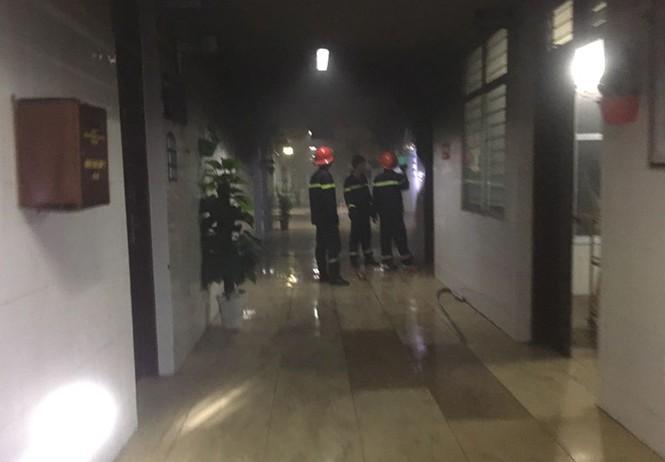 Nam bệnh nhân đốt cháy bệnh viện, khống chế nữ điều dưỡng trong đêm - ảnh 1