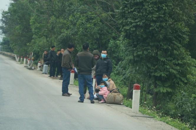 Sau tết, lao động Nghệ An hối hả đón xe vào Nam, ra Bắc - ảnh 2