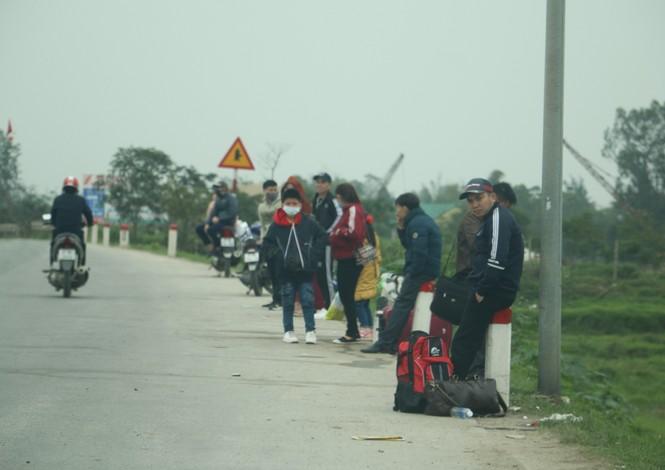 Sau tết, lao động Nghệ An hối hả đón xe vào Nam, ra Bắc - ảnh 1