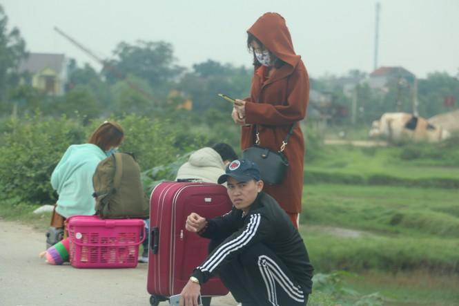 Sau tết, lao động Nghệ An hối hả đón xe vào Nam, ra Bắc - ảnh 9