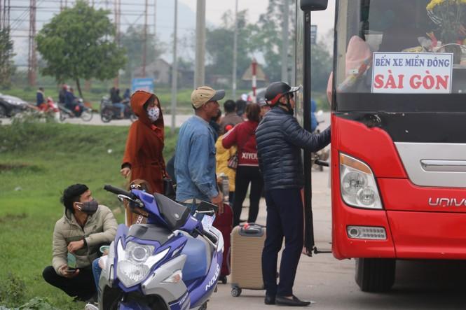 Sau tết, lao động Nghệ An hối hả đón xe vào Nam, ra Bắc - ảnh 6