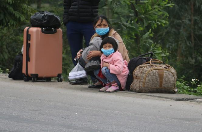 Sau tết, lao động Nghệ An hối hả đón xe vào Nam, ra Bắc - ảnh 3