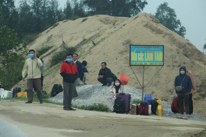 Sau tết, lao động Nghệ An hối hả đón xe vào Nam, ra Bắc - ảnh 8