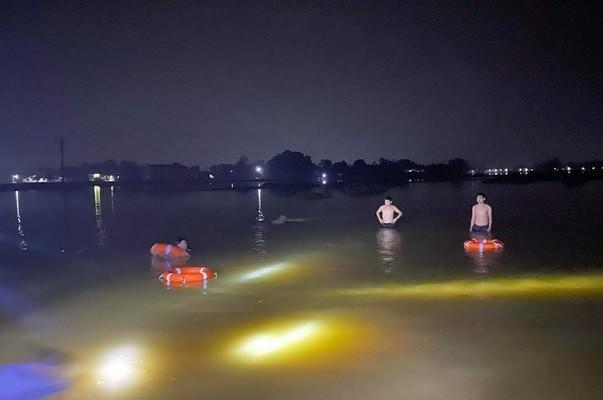 Hai nữ sinh đuối nước thương tâm khi đi chơi giữa vùng lũ - ảnh 1