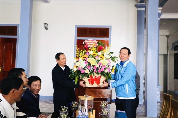 Tỉnh đoàn, Hội LHTN tỉnh Nghệ An chúc mừng các giáo xứ Lễ Giáng sinh 2020 - ảnh 2