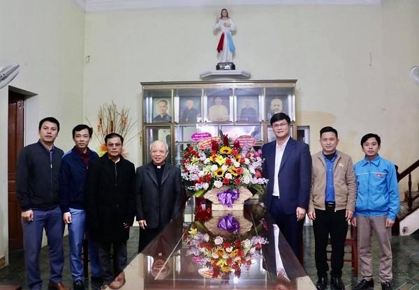 Tỉnh đoàn, Hội LHTN tỉnh Nghệ An chúc mừng các giáo xứ Lễ Giáng sinh 2020 - ảnh 3