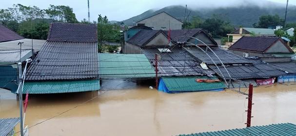 Rú Nguộc bị sạt lở, một huyện ở Nghệ An bị cô lập hoàn toàn - ảnh 3
