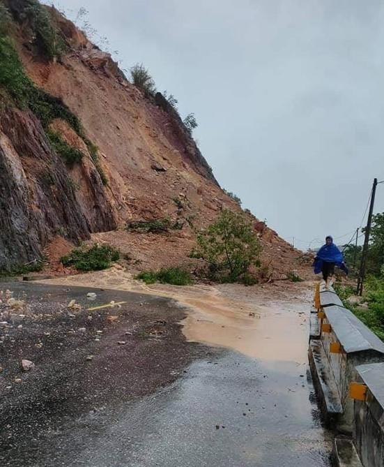 Rú Nguộc bị sạt lở, một huyện ở Nghệ An bị cô lập hoàn toàn - ảnh 5