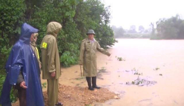 Rú Nguộc bị sạt lở, một huyện ở Nghệ An bị cô lập hoàn toàn - ảnh 8