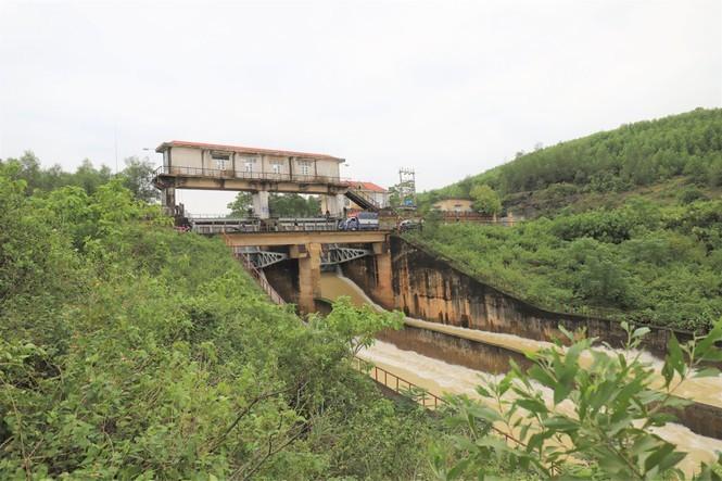 Bão 13 dữ dội nhất từ đêm nay đến sáng mai, nguy cơ ngập lụt lớn - ảnh 1