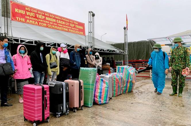 Cách ly hơn 230 lưu học sinh Lào nhập cảnh qua Cửa khẩu Cầu Treo - ảnh 1
