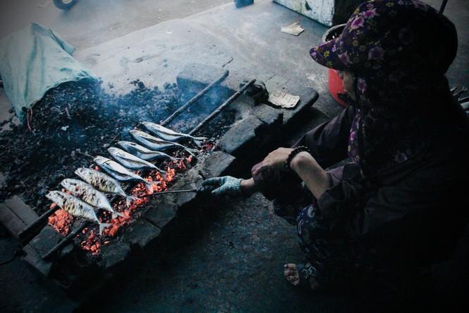 Thơm lừng làng cá nướng ngày Đông giá - ảnh 11