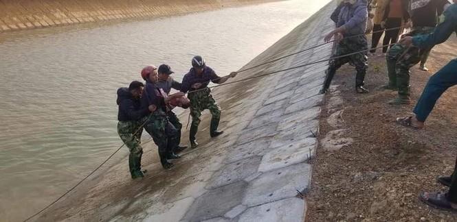 Xuống sông vớt dép cho chị gái, bé trai 9 tuổi đuối nước thương tâm - ảnh 2