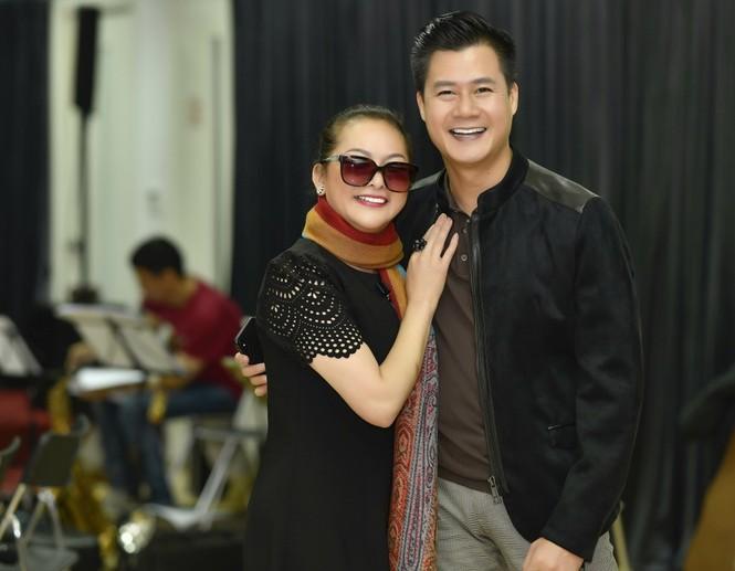 Sau tin đồn cưới Ngọc Sơn, Như Quỳnh rạng rỡ bên Quang Dũng tập show - ảnh 1