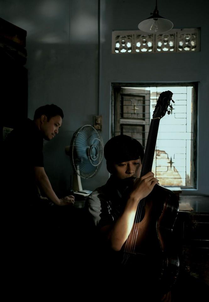 Hậu trường 'Mắt biếc' tiết lộ bộ sưu tập âm nhạc của Phan Mạnh Quỳnh - ảnh 1