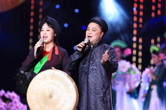 Ca sĩ Hồng Nhung bất ngờ từ hải ngoại về hát Tết Vạn lộc - ảnh 2