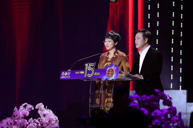 Ca sĩ Hồng Nhung bất ngờ từ hải ngoại về hát Tết Vạn lộc - ảnh 1