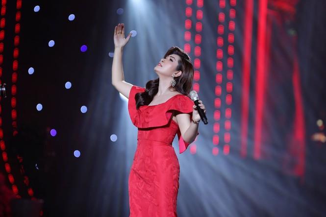 Ca sĩ Hồng Nhung bất ngờ từ hải ngoại về hát Tết Vạn lộc - ảnh 3