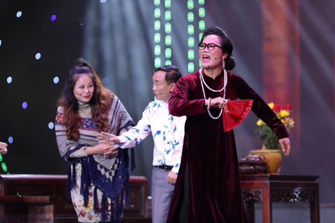 Ca sĩ Hồng Nhung bất ngờ từ hải ngoại về hát Tết Vạn lộc - ảnh 4