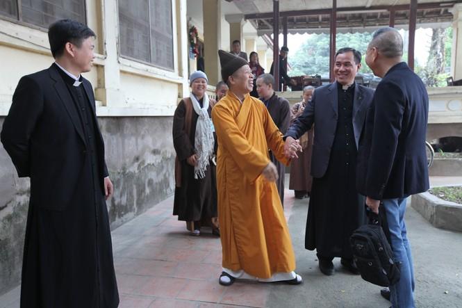 Giáo hội Phật giáo thăm giáo xứ Hà Nam, Quảng Ninh dịp Giáng sinh - ảnh 1