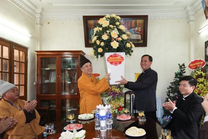 Giáo hội Phật giáo thăm giáo xứ Hà Nam, Quảng Ninh dịp Giáng sinh - ảnh 2