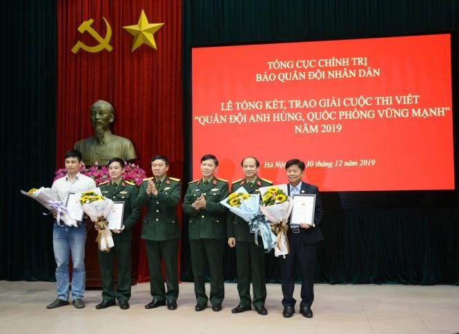 Nhà văn Đỗ Bích Thúy giành giải thưởng thi viết về quân đội và quốc phòng - ảnh 2