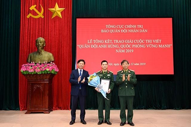Nhà văn Đỗ Bích Thúy giành giải thưởng thi viết về quân đội và quốc phòng - ảnh 1