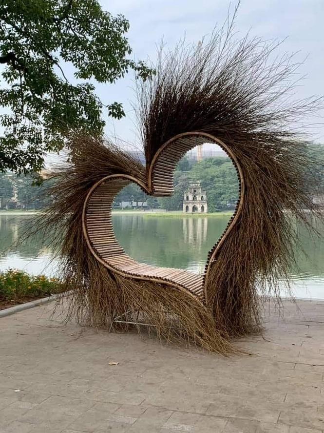 Sở Văn hóa Hà Nội lên tiếng về 'trái tim lạ' ở bờ Hồ - ảnh 1