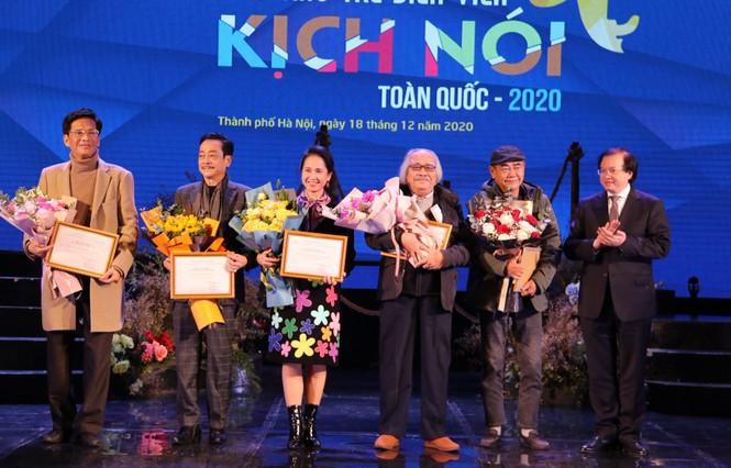 Việt Hoa 'Cô gái nhà người ta', Lê Lộc trong số 9 diễn viên trẻ giành giải Vàng - ảnh 4
