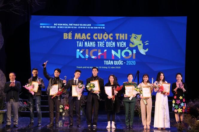 Việt Hoa 'Cô gái nhà người ta', Lê Lộc trong số 9 diễn viên trẻ giành giải Vàng - ảnh 2