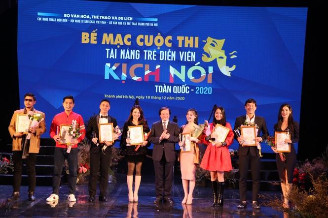 Việt Hoa 'Cô gái nhà người ta', Lê Lộc trong số 9 diễn viên trẻ giành giải Vàng - ảnh 1