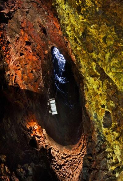 Liều mình khám phá lòng núi lửa  - ảnh 4