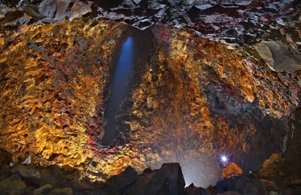 Liều mình khám phá lòng núi lửa  - ảnh 5