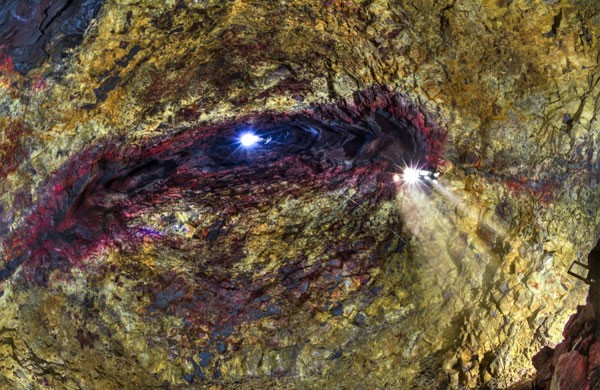 Liều mình khám phá lòng núi lửa  - ảnh 6
