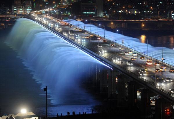 Đài phun nước cầu vồng lung linh ở Seoul  - ảnh 1