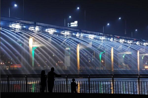 Đài phun nước cầu vồng lung linh ở Seoul  - ảnh 3