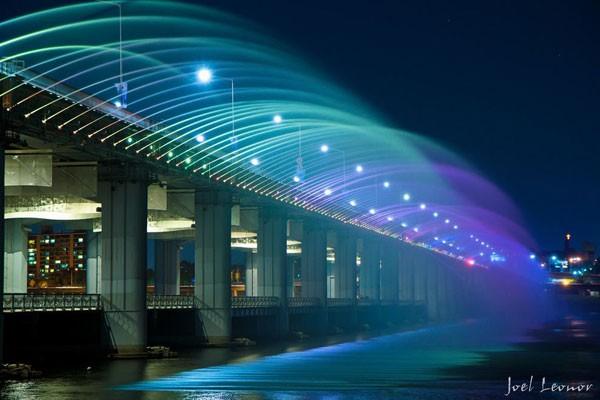 Đài phun nước cầu vồng lung linh ở Seoul  - ảnh 4