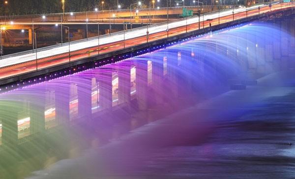 Đài phun nước cầu vồng lung linh ở Seoul  - ảnh 7